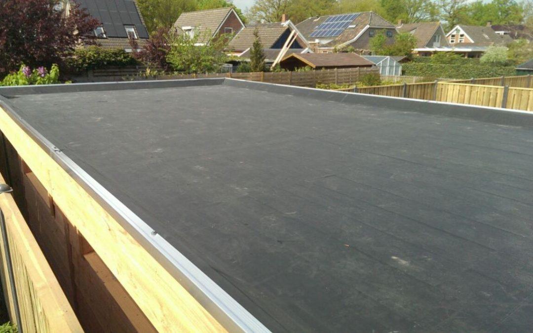 Ook het dak is regelmatig aan onderhoud toe